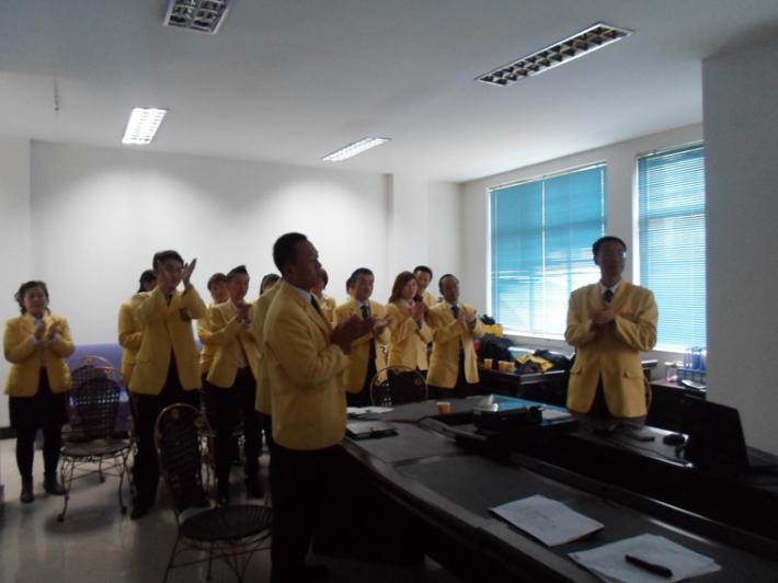 培训结束,玛雅房屋西宁区域管理人员集体为刘总及各研究员鼓掌以示